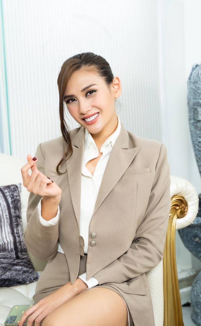 Siêu mẫu Võ Hoàng Yến nói về mối bất hòa với giới showbiz - Ảnh 1.