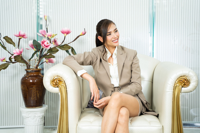 Siêu mẫu Võ Hoàng Yến nói về mối bất hòa với giới showbiz - Ảnh 2.