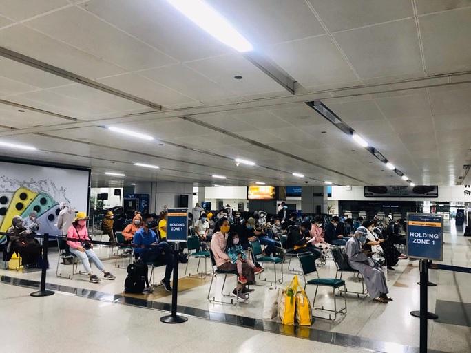 Chuyến bay đưa 340 công dân từ Ấn Độ về nước hạ cánh tại sân bay Cần Thơ - Ảnh 2.