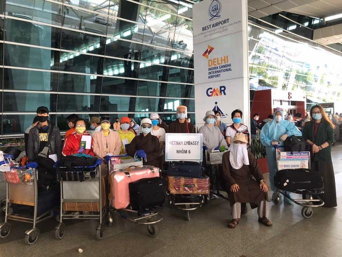 Chuyến bay đưa 340 công dân từ Ấn Độ về nước hạ cánh tại sân bay Cần Thơ - Ảnh 4.