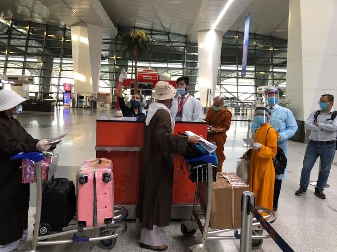 Chuyến bay đưa 340 công dân từ Ấn Độ về nước hạ cánh tại sân bay Cần Thơ - Ảnh 5.