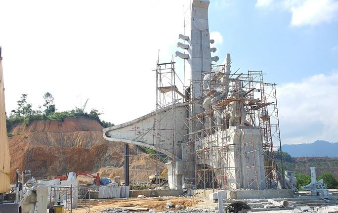Huyện miền núi xây tượng đài 14 tỉ đồng: Không để xảy ra tiêu cực - Ảnh 2.