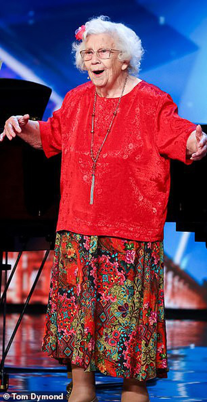 Cụ bà 96 tuổi vẫn thi Tìm kiếm tài năng Anh - Ảnh 4.