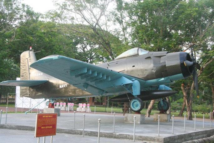 Đưa xe tăng, máy bay... ở bảo tàng ra khỏi kinh thành Huế bằng cách nào? - Ảnh 3.