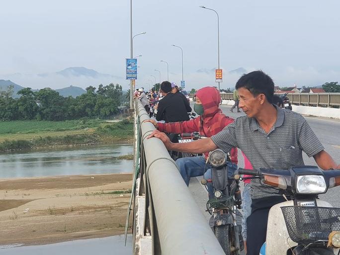 Tìm thấy thi thể nữ sinh lớp 8 cách nơi phát hiện xe đạp điện của nạn nhân 20 km - Ảnh 1.