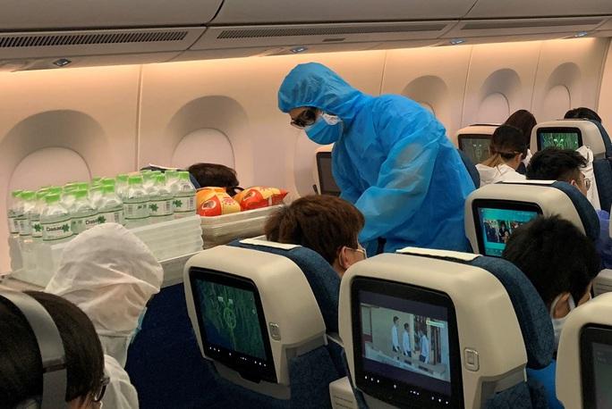276 người Việt từ Canada về nước tại sân bay Vân Đồn - Ảnh 8.