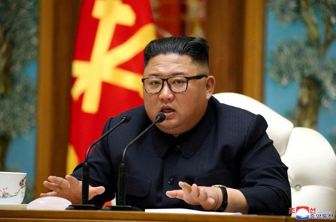 Nhà lãnh đạo Triều Tiên Kim Jong-un bất ngờ xuất hiện - Ảnh 6.