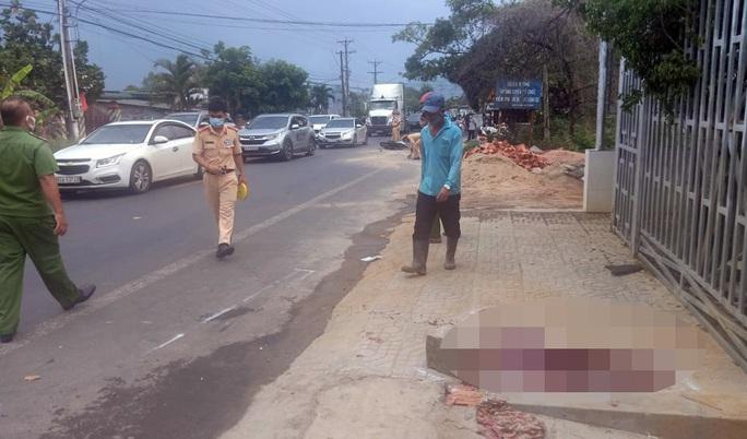 Du khách từ Đà Lạt về TP HCM mắc kẹt vì tai nạn giao thông - Ảnh 1.
