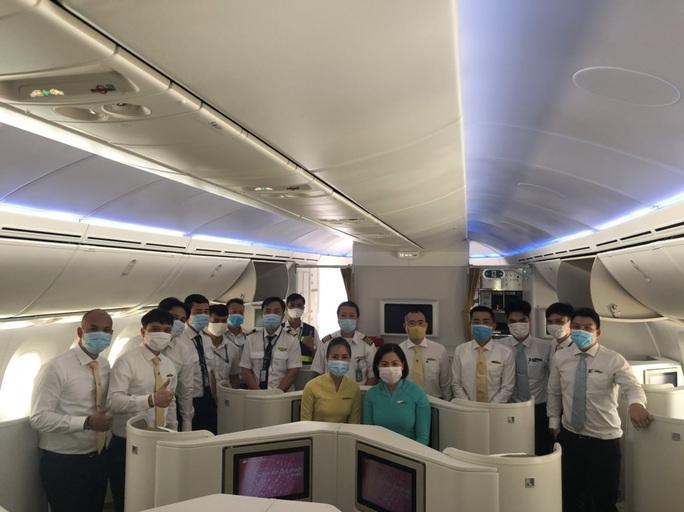 Chuyến bay đưa 340 công dân từ Ấn Độ về nước hạ cánh tại sân bay Cần Thơ - Ảnh 7.