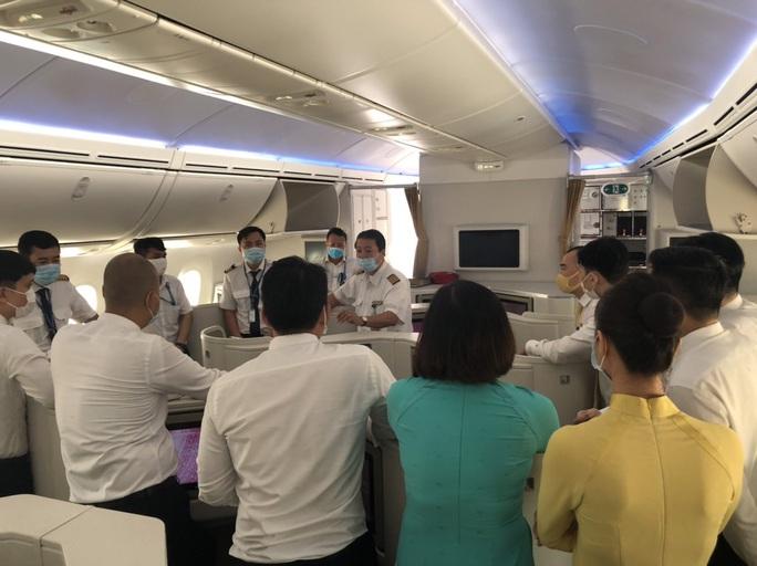 Chuyến bay đưa 340 công dân từ Ấn Độ về nước hạ cánh tại sân bay Cần Thơ - Ảnh 8.
