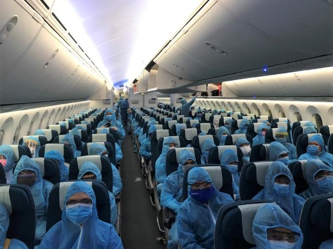 Chuyến bay đưa 340 công dân từ Ấn Độ về nước hạ cánh tại sân bay Cần Thơ - Ảnh 12.