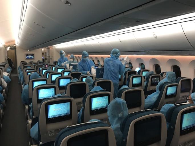 Chuyến bay đưa 340 công dân từ Ấn Độ về nước hạ cánh tại sân bay Cần Thơ - Ảnh 14.
