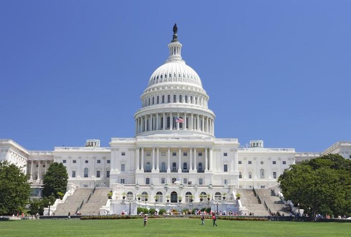 Thượng viện Mỹ thông qua dự luật chặn các công ty Trung Quốc trên sàn chứng khoán  - Ảnh 1.