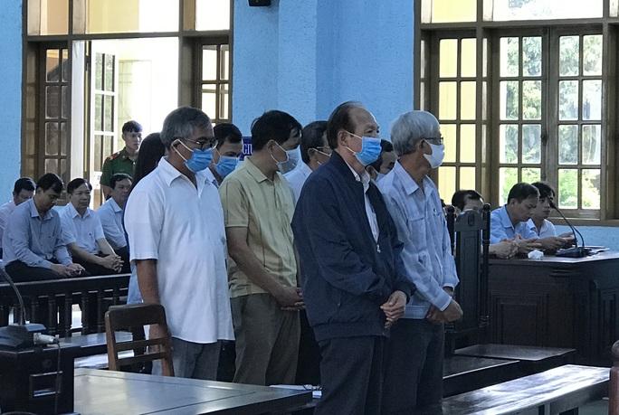 Dàn lãnh đạo sở Y tế Gia Lai hầu tòa sau khi đấu thầu thuốc - Ảnh 1.