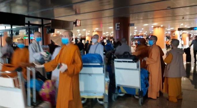 Đưa 240 công dân Việt Nam từ Myanmar về nước tại sân bay Đà Nẵng - Ảnh 2.