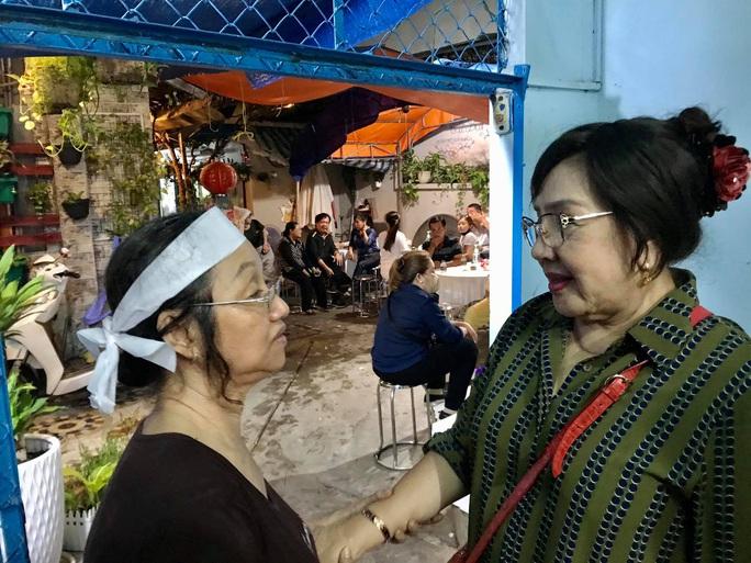 Nghệ sĩ khóc nhà báo Tần Nguyên - Ảnh 2.