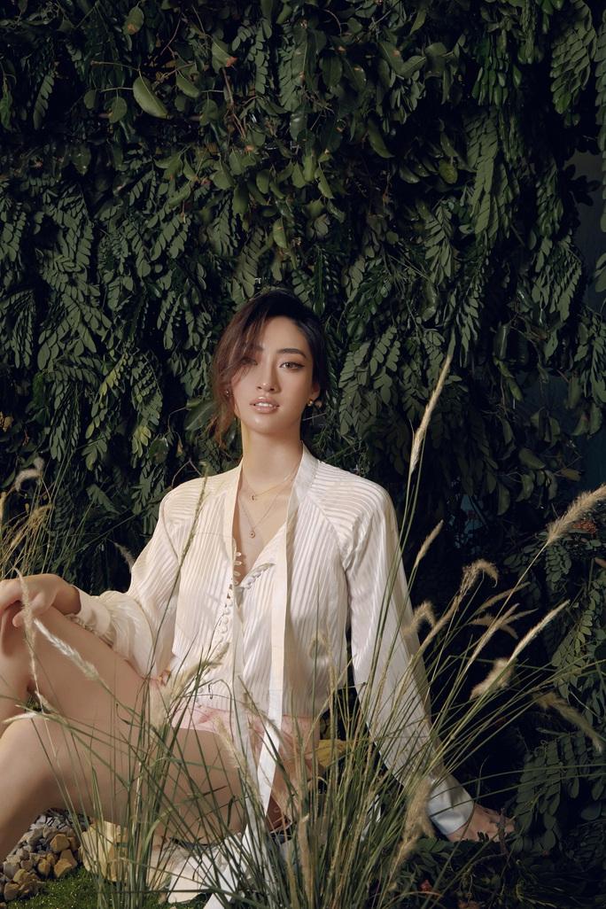 Hoa hậu Lương Thùy Linh lạ lẫm sau đăng quang - Ảnh 2.