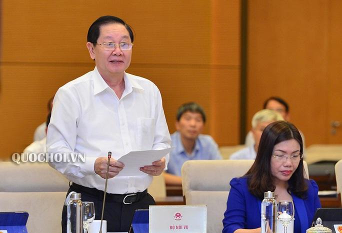 Bộ trưởng Bộ Nội vụ nói về việc chưa tăng lương cho công chức, viên chức từ 1-7-2020 - Ảnh 1.