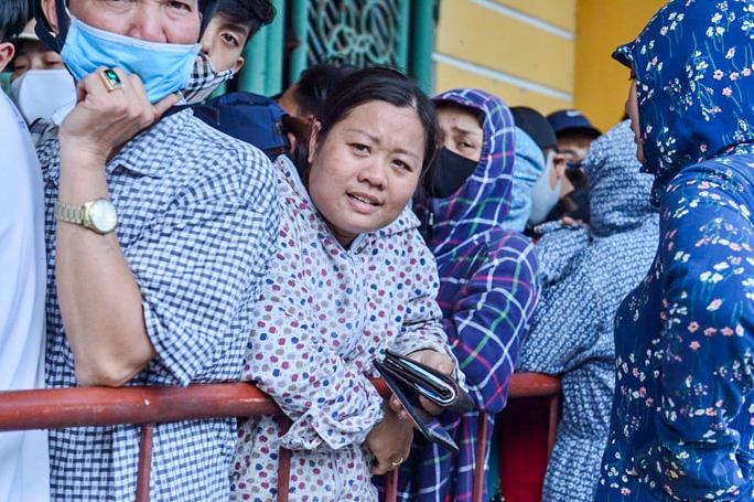 V.League 2020 trở lại: Hàng ngàn người đổ xô đến sân mua vé trận Nam Định-HAGL - Ảnh 3.