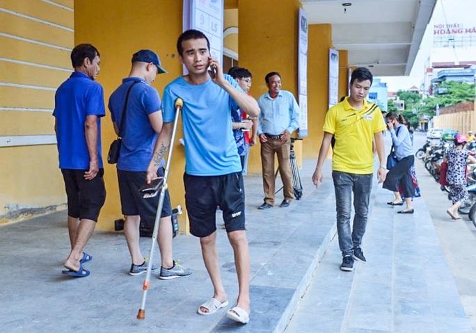 V.League 2020 trở lại: Hàng ngàn người đổ xô đến sân mua vé trận Nam Định-HAGL - Ảnh 9.