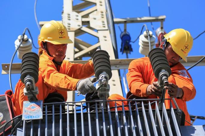 Gần 295 tỉ đồng giảm giá điện, tiền điện cho khách hàng tại miền Trung – Tây Nguyên - Ảnh 2.