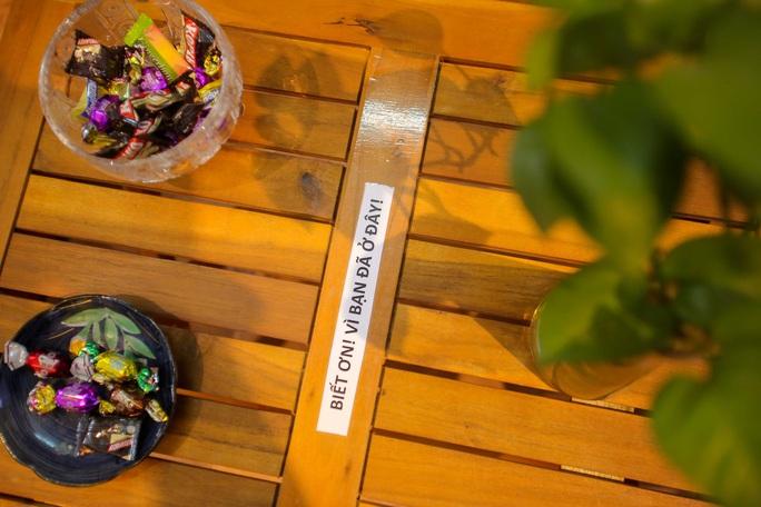 Đặc sắc thư viện miễn phí, khách tự chọn đồ uống và bánh kẹo - Ảnh 13.