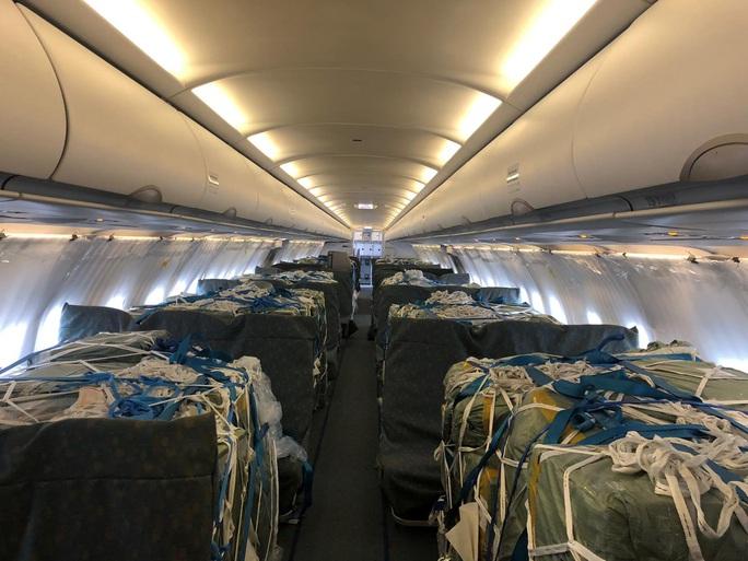 Bật mí quá trình hô biến máy bay chở khách thành chở hàng hóa - Ảnh 5.