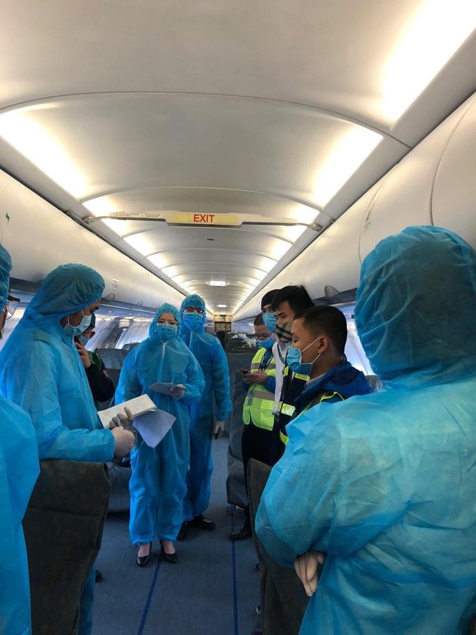 Bật mí quá trình hô biến máy bay chở khách thành chở hàng hóa - Ảnh 4.