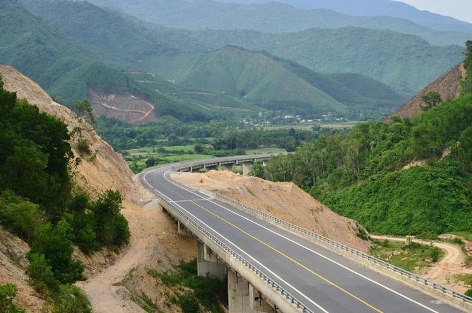Cao tốc La Sơn – Túy Loan: Gấp rút hoàn thiện, chờ ngày thông xe - Ảnh 1.