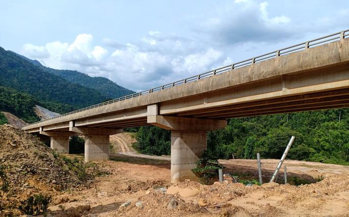 Cao tốc La Sơn – Túy Loan: Gấp rút hoàn thiện, chờ ngày thông xe - Ảnh 12.