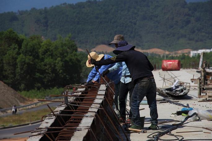 Cao tốc La Sơn – Túy Loan: Gấp rút hoàn thiện, chờ ngày thông xe - Ảnh 4.