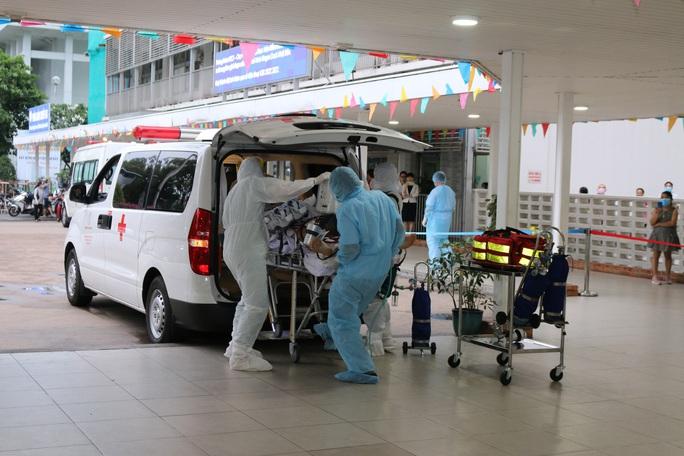 Bệnh viện Chợ Rẫy xiết lại nạn cò xe trong bệnh viện - Ảnh 1.