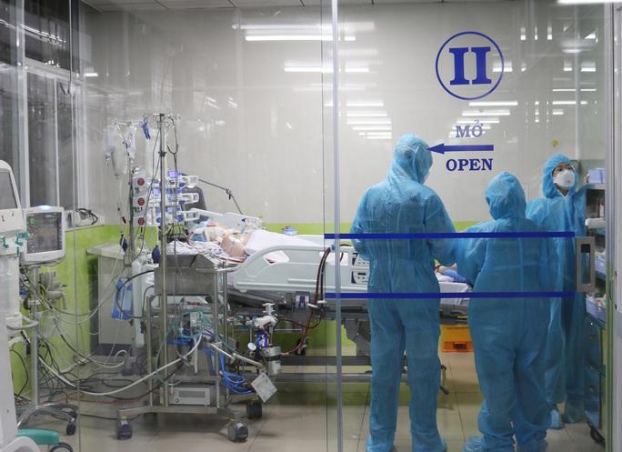 Bệnh viện Chợ Rẫy huy động toàn lực cứu chữa phi công người Anh mắc Covid-19 - Ảnh 3.