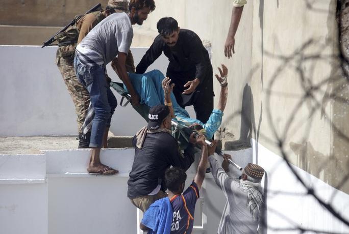 Máy bay Pakistan rơi: Nhiều nghi vấn trong đoạn ghi âm - Ảnh 3.