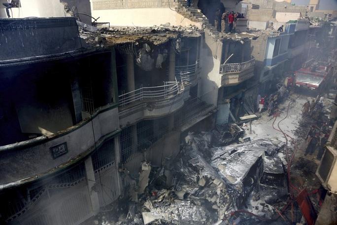Máy bay Pakistan rơi: Nhiều nghi vấn trong đoạn ghi âm - Ảnh 8.