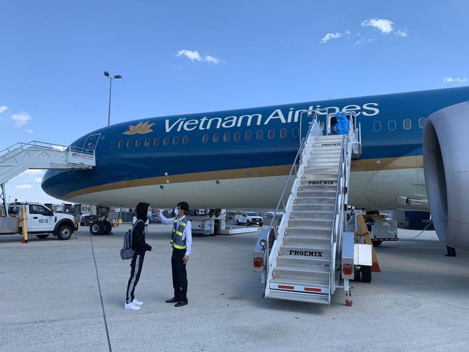 Đưa hơn 340 người Việt từ Washington DC về Nội Bài - Ảnh 9.