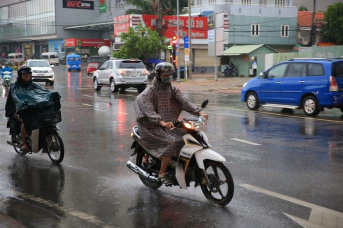 Toàn TP HCM xuất hiện mưa,  xua tan oi bức - Ảnh 2.