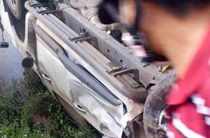 Người chạy xe bán tải bị chính xe đè chết thương tâm - Ảnh 2.