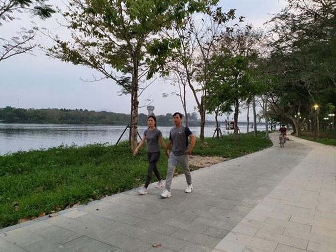 Xanh - đẹp đôi bờ sông Hương - Ảnh 1.