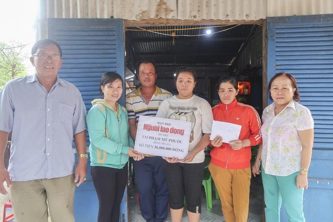 Trao 36 triệu đồng giúp em Phạm Mỹ Phước trị bệnh - Ảnh 1.