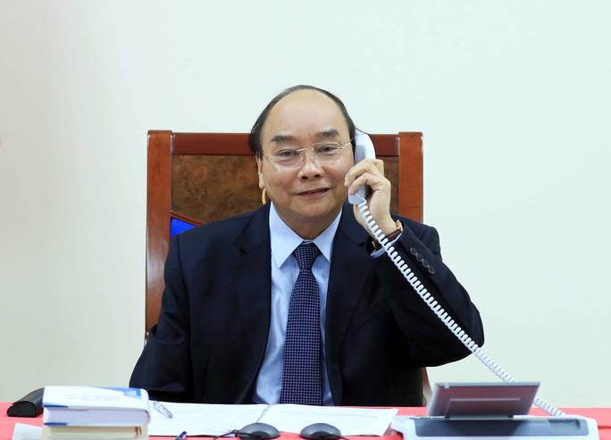 Thủ tướng Nguyễn Xuân Phúc và Tổng thống Philippines điện đàm, đề cập vấn đề Biển Đông - Ảnh 1.