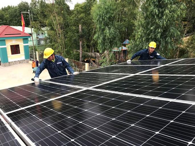 Cú hích cho điện mặt trời mái nhà - Ảnh 1.