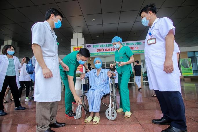 Bác gái bệnh nhân 17: Tôi mang ơn các y bác sĩ đã cứu sống tôi - Ảnh 11.