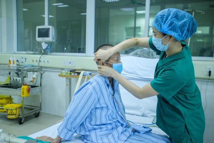 Bác gái bệnh nhân 17: Tôi mang ơn các y bác sĩ đã cứu sống tôi - Ảnh 6.