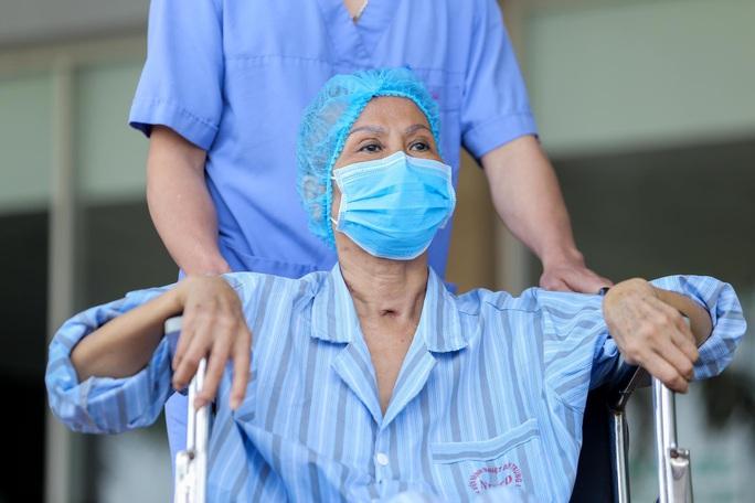 Bác gái bệnh nhân 17: Tôi mang ơn các y bác sĩ đã cứu sống tôi - Ảnh 9.