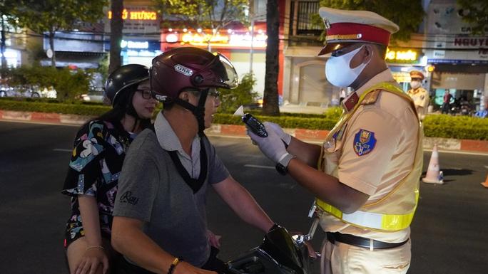 """CSGT chốt chặn 2 đêm liên tục ở Vũng Tàu, hàng loạt lái xe... """"ôm hận""""! - Ảnh 4."""