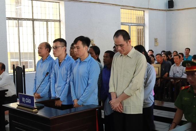 Nhiều cán bộ và người dân bắt tay chiếm đoạt tiền của dự án gần 3.000 tỉ đồng - Ảnh 1.
