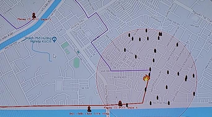 TP HCM: Cháy trên đường Tôn Đản - quận 4, khói bao trùm khu dân cư - Ảnh 2.