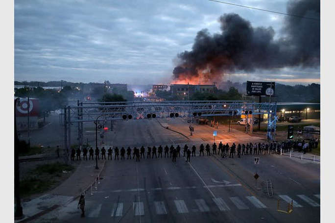 Mỹ: Minnesota tiếp tục đỏ lửa, biểu tình bùng phát ở Kentucky - Ảnh 4.