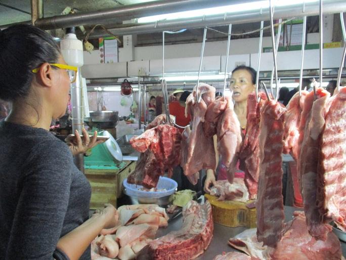 Có thể nhập heo sống giá rẻ từ Lào, Campuchia... để giải cơn khát thịt heo trong nước - Ảnh 1.